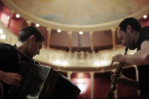 Neo-tradicionālās mūzikas duets